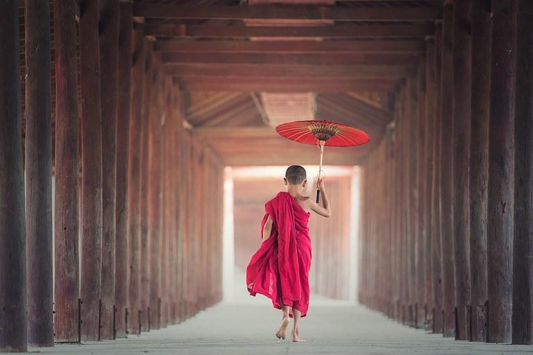 Mönch mit Schirm.jpg